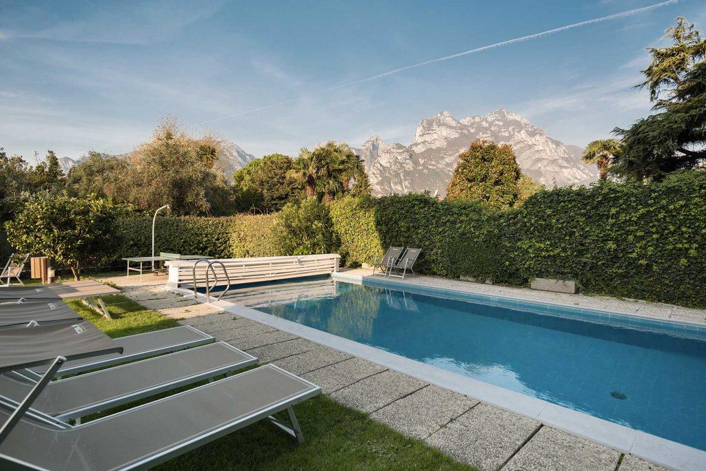 Residenca Toblini appartamenti con piscina sul lago di garda