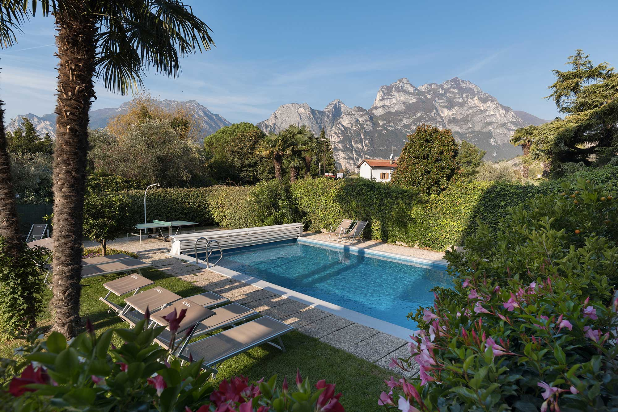 Apartments with swimming pool for your holiday at Lake Garda