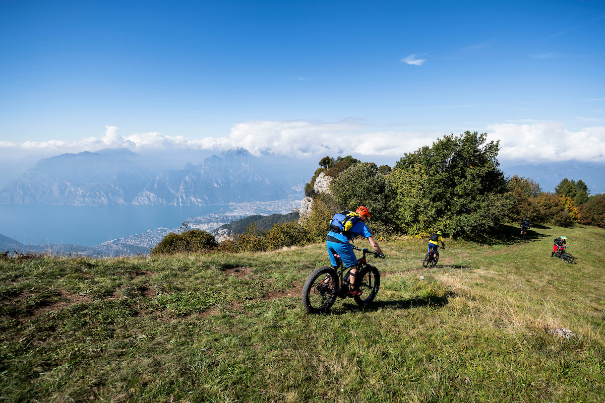 In bici sul Lago di Garda in autunno