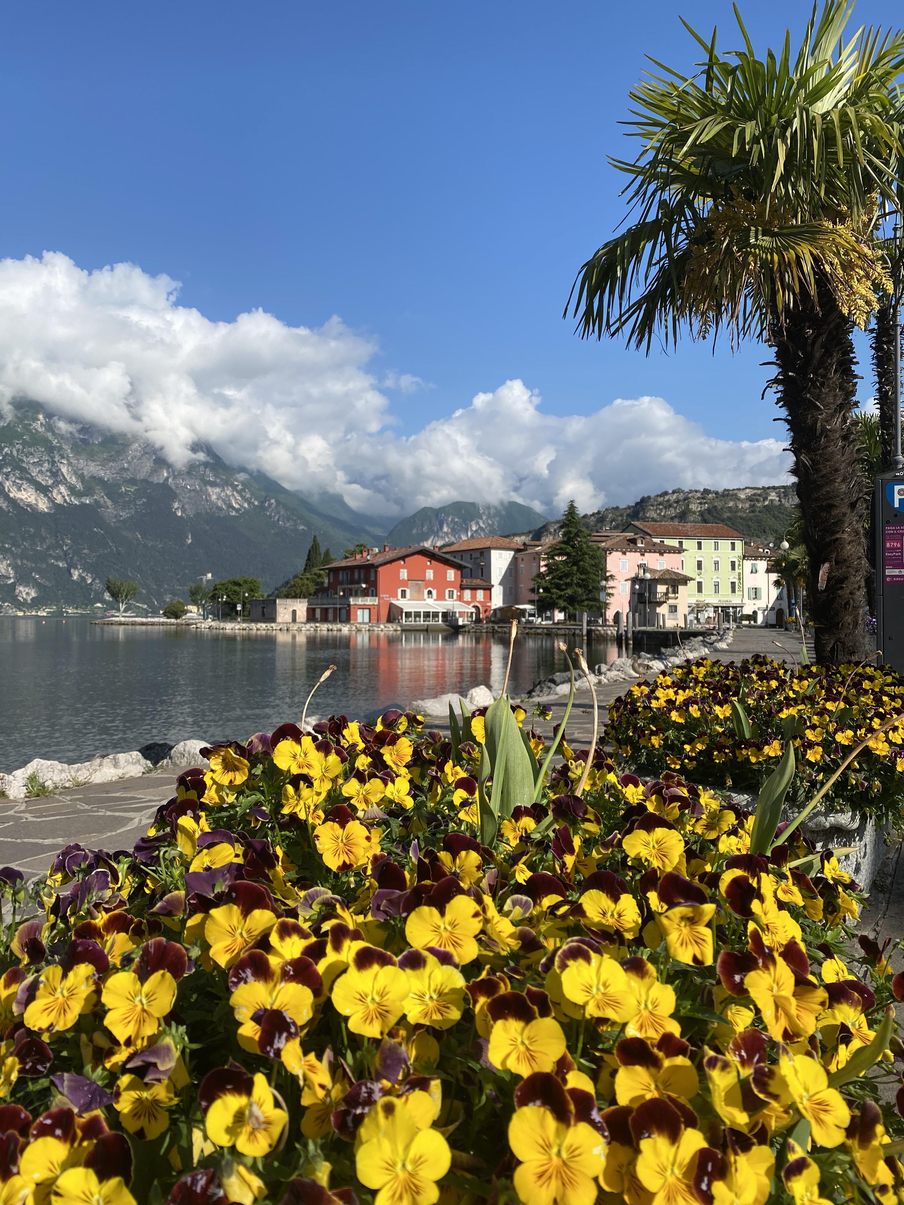 April on Lake Garda: Spring vacation par excellence